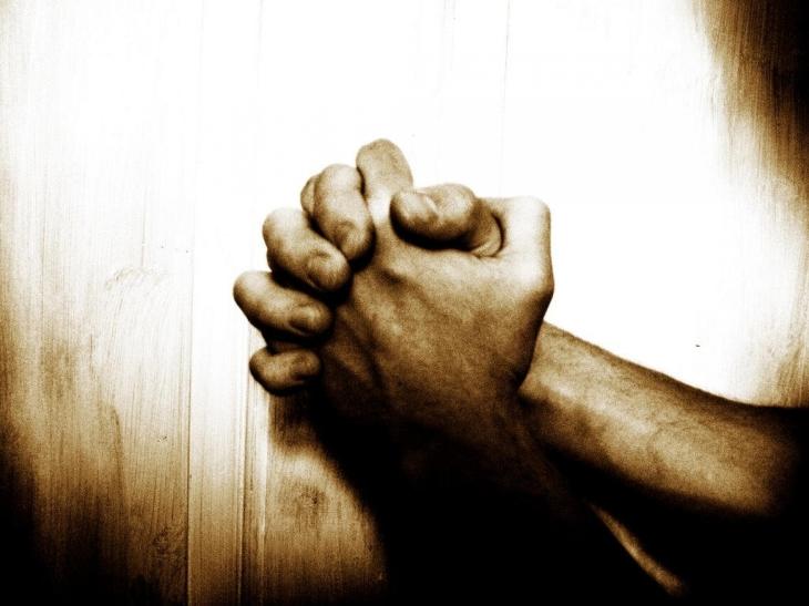 hands_light_hope_A_prayer_for__2560x1920_wallpaperhi.com